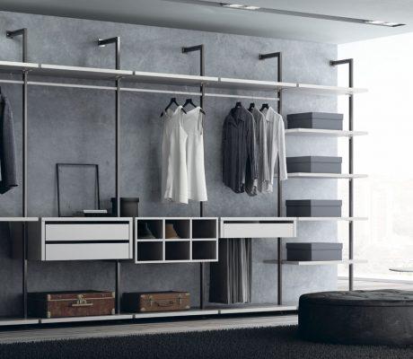 Armari vestidor amb prestatgeria metàl·lica